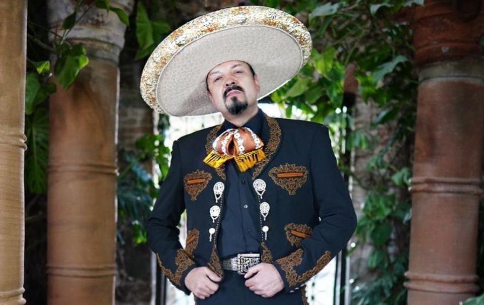 Pepe Aguilar recomienda a los cantantes ser dueños de su propia música